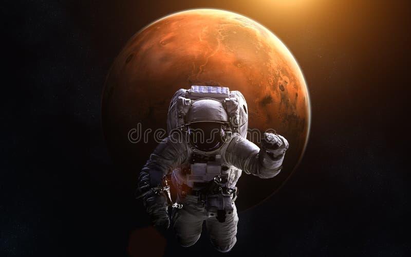 Astronaut op achtergrond van Mars stock afbeelding