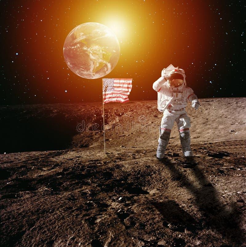 Astronaut op maan stock afbeeldingen