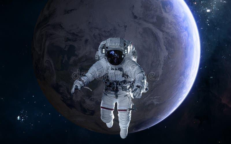 Astronauta en el fondo de la tierra Sistema Solar Ciencia ficci?n imagen de archivo libre de regalías