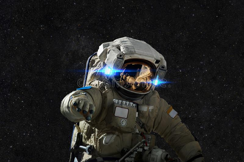 Astronauta en espacio en el fondo de estrellas fotos de archivo libres de regalías