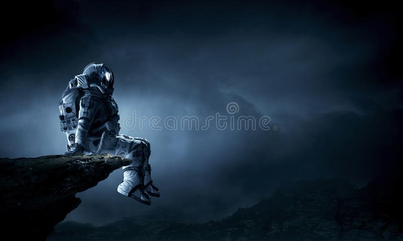 Astronauta no spacesuit Meios mistos fotografia de stock