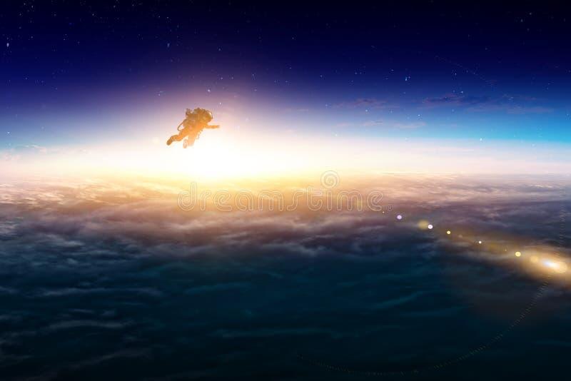 Astronauta przy spacewalk na planety orbicie zdjęcie stock