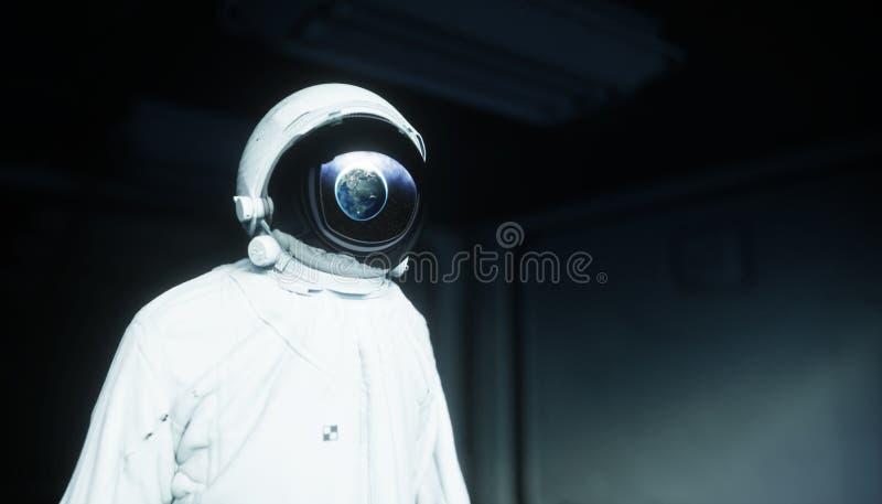 Astronauta sozinho no espaço Corredor futurista de Sci fi vista da terra rendição 3d ilustração stock