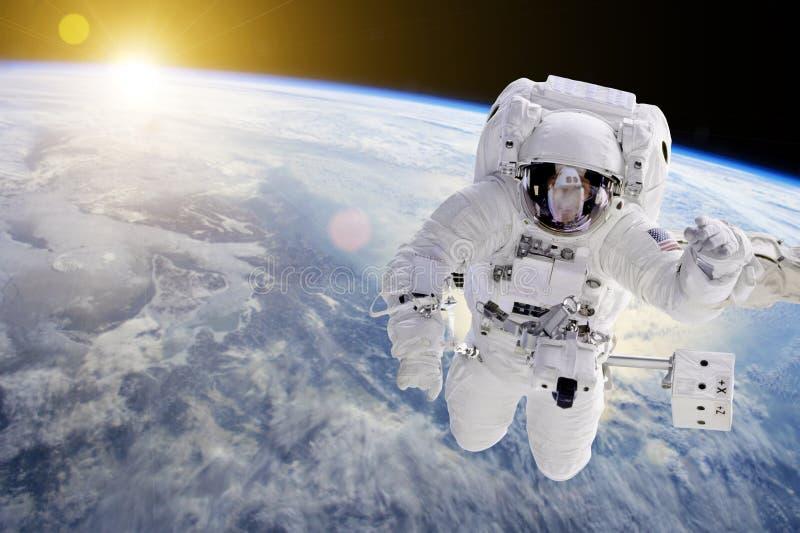 Astronauta w kosmosie - elementy ten wizerunek meblujący NASA fotografia royalty free