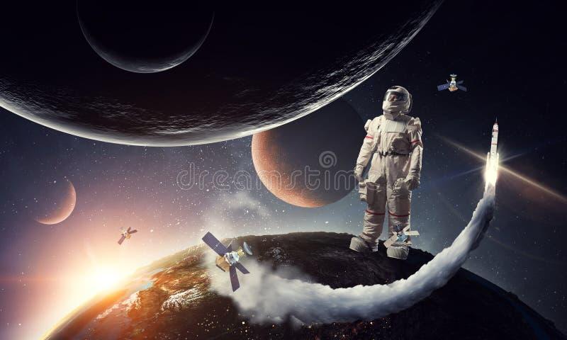 Astronauta y su misi?n T?cnicas mixtas foto de archivo