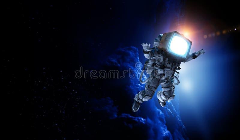 Astronauta z TV głową w przestrzeni Mieszani środki fotografia royalty free