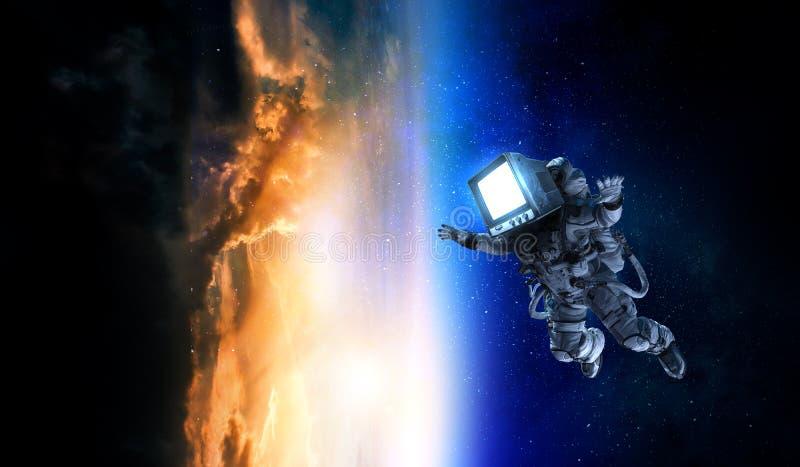 Astronauta z TV g?ow? w przestrzeni Mieszani ?rodki zdjęcia royalty free