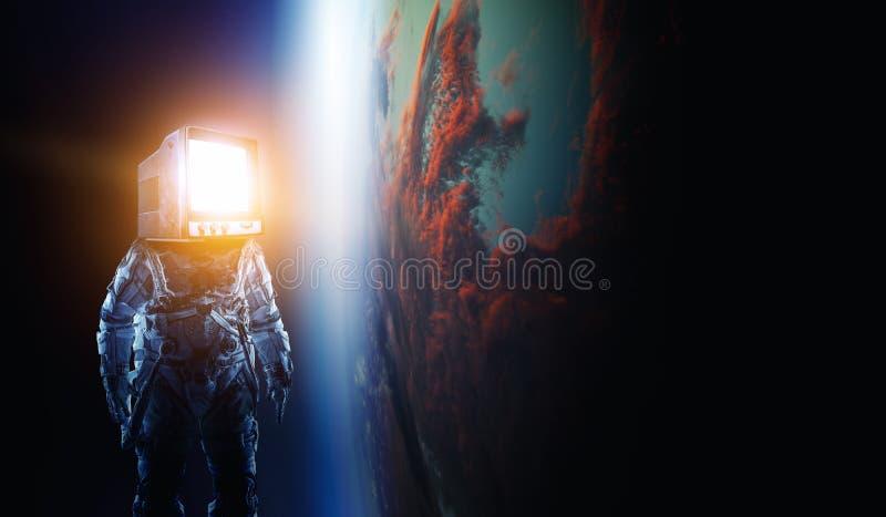 Astronauta z TV g?ow? w przestrzeni Mieszani ?rodki fotografia stock
