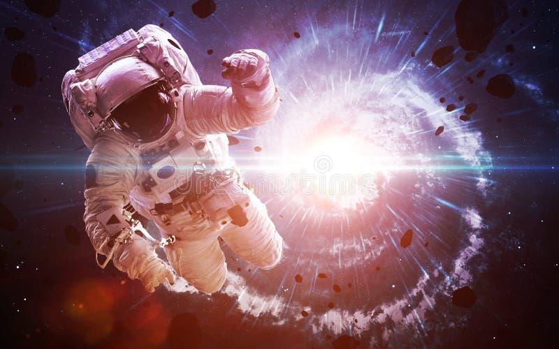 Astronaute dans l'espace extra-atmosphérique spacewalk Éléments de cette image meublés par la NASA images stock