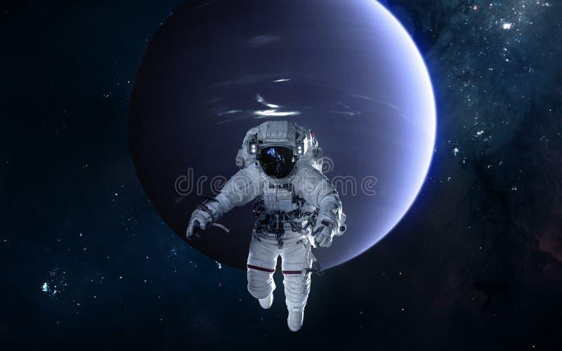 Astronaute sur le fond de Neptune Syst?me solaire La science-fiction image stock