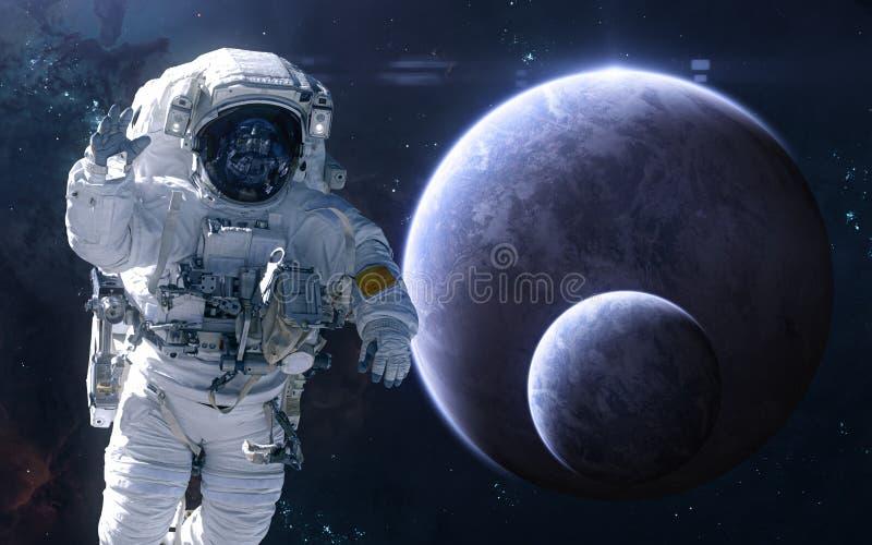 Astronaute sur le fond des exoplanets dans l'espace lointain La science-fiction photo libre de droits