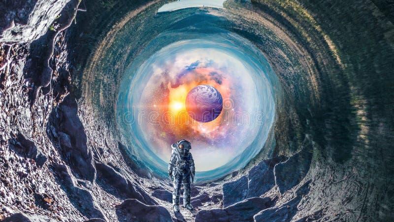 Astronautyczna dziura i astronauta Mieszani środki obraz stock