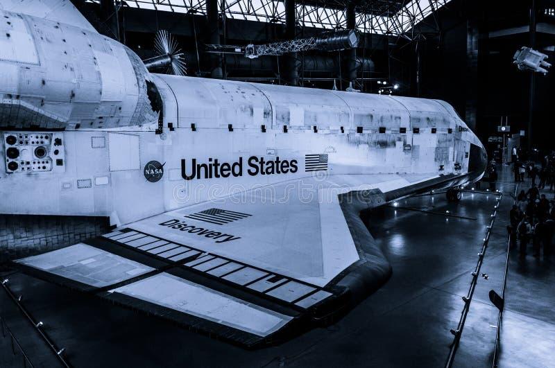 Astronautycznego wahadłowa odkrycie przy Smithsonian Lotniczego i Astronautycznego muzeum mgławym centrum obraz stock