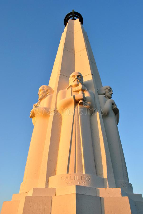 Astronom ` s Monument bei Griffith Observatory in Los Angeles lizenzfreie stockbilder