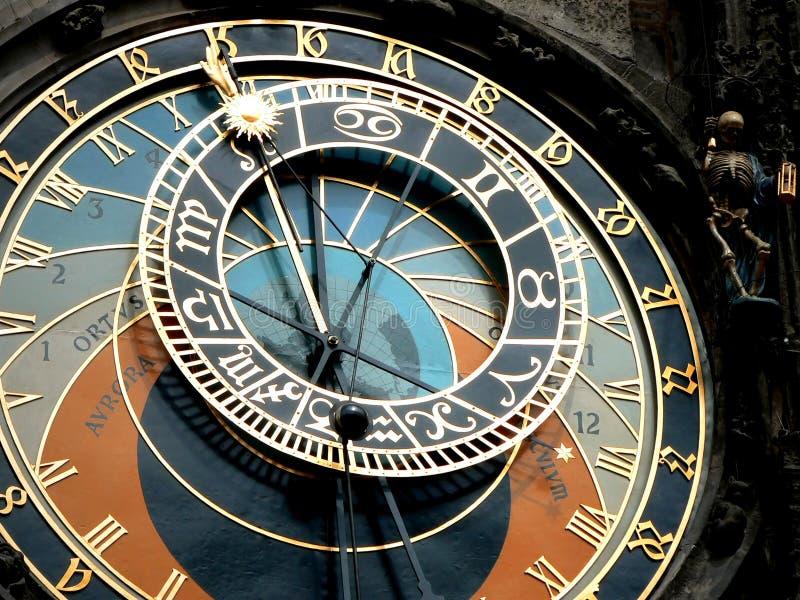 Astronomical ta tid på i Prague arkivfoton