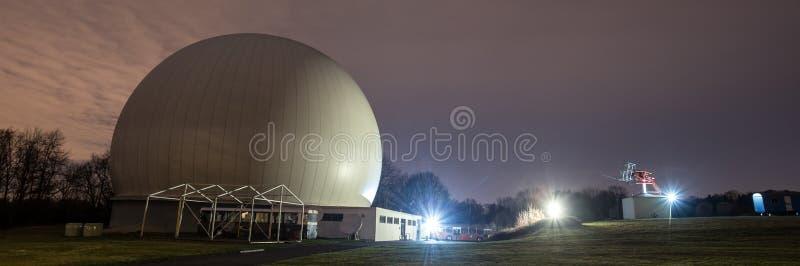 astronomiczny obserwatorium Bochum Germany przy nocą zdjęcie stock