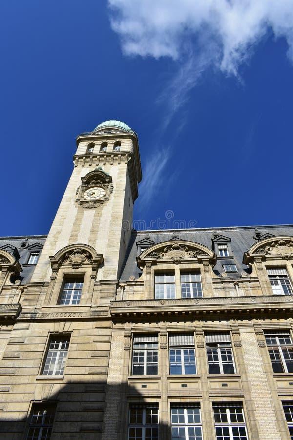 Astronomie Tower van de Sorbonne-universiteit met blauwe lucht Parijs, Frankrijk royalty-vrije stock afbeelding
