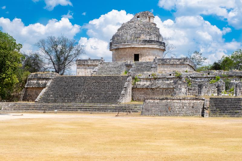 Astronomisch waarnemingscentrum bij de oude mayan stad van Chichen Itza in Mexico royalty-vrije stock foto
