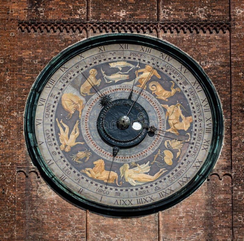 Astronomische Uhr auf dem Torrazzo-Turm, Cremona, Italien stockbilder