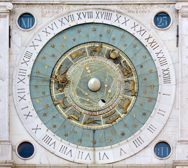 Astronomische Uhr in den Marktplatz dei Signori in Padua stockbild