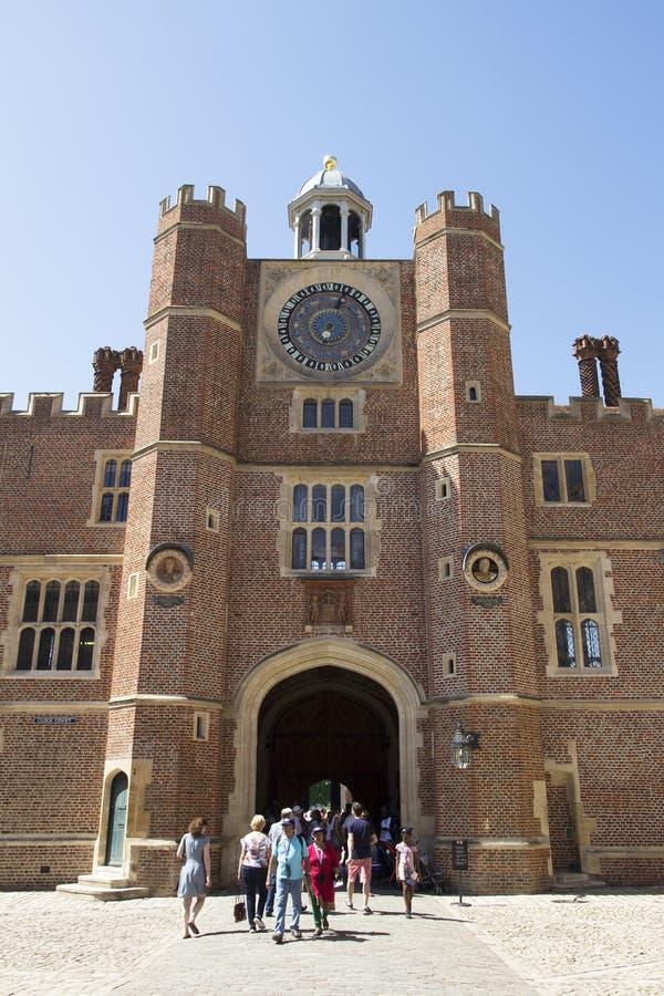 Astronomische Uhr Hampton Courts Die Uhr wurde völlig im Jahre 2007 und 2008 wiederhergestellt London, Großbritannien - 11. Mai, stockbild