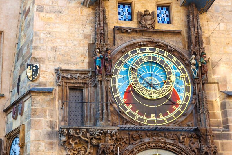 Astronomische Uhr Prags auf Wand stockbild