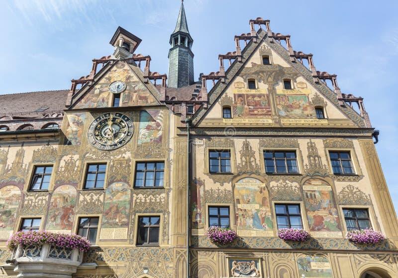 Astronomische Uhr und Wandgemälde auf dem Rathaus lizenzfreie stockbilder