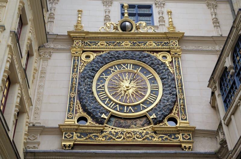 Astronomisk klocka på Rue du Gros Horloge (1389) arkivbild