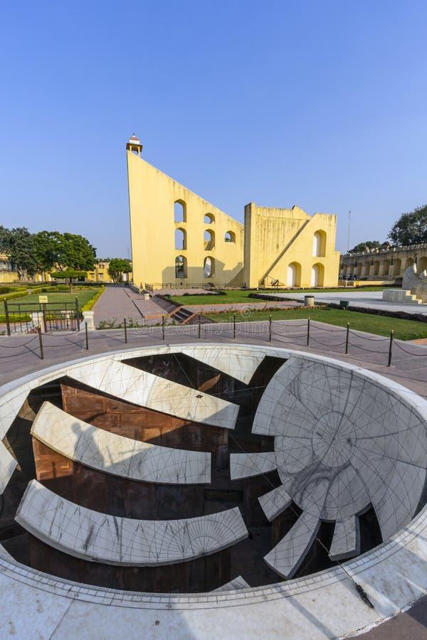 Astronomiskt instrument på den Jantar Mantar observatoriet royaltyfri bild