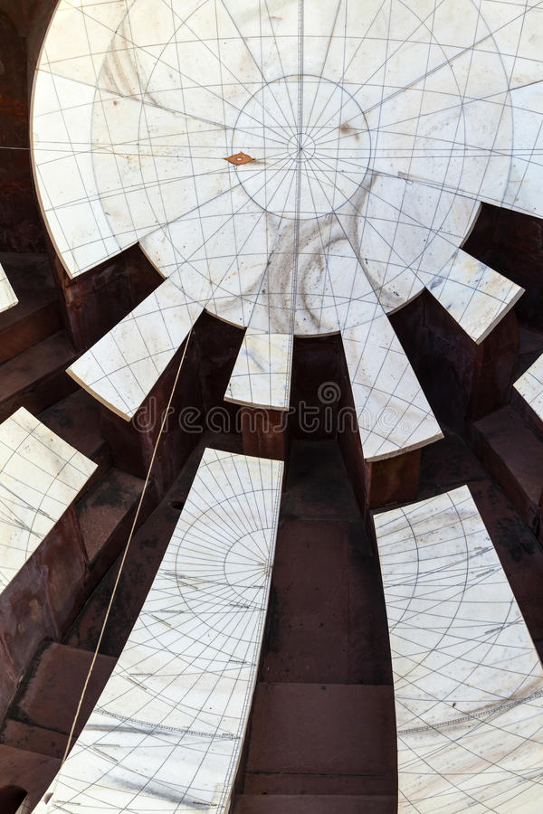 Astronomiskt instrument på den Jantar Mantar observatoriet royaltyfria foton
