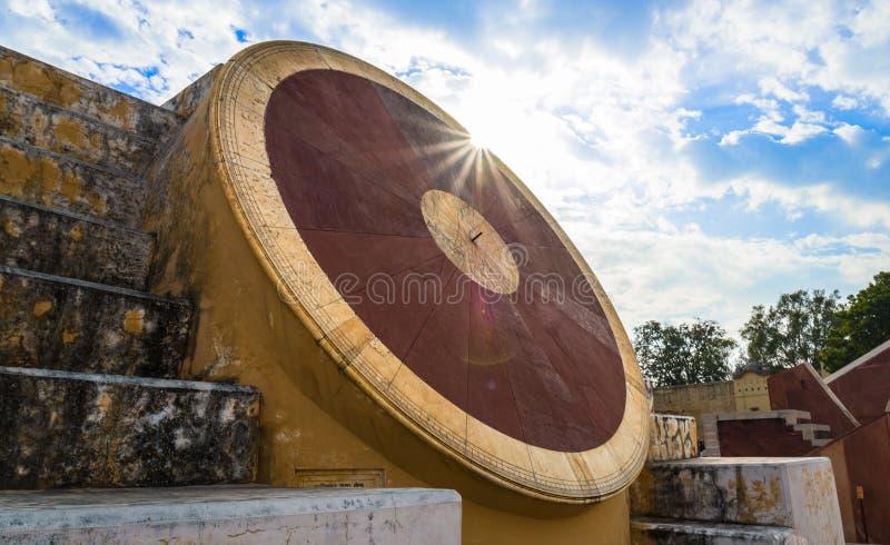 Astronomiskt instrument på Jantar Mantar Observatory - Jaipur, I royaltyfria bilder