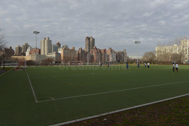 Astroturf boisko do piłki nożnej, Roosevelt wyspa, Nowy Jork zdjęcia stock
