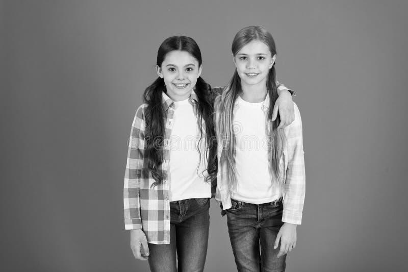 Astuces de soins capillaires et traitement professionnel Attribut f?minin de longs cheveux Les filles laissent habituellement leu image libre de droits