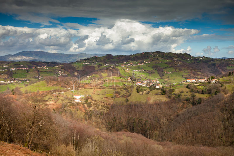 asturias central bergstorm arkivfoton