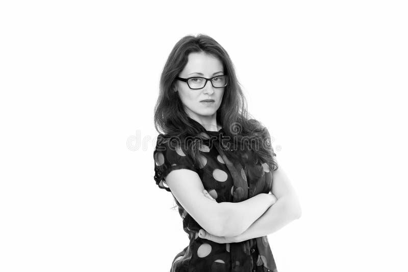 Astuto e serio Responsabile di ufficio astuto di signora di affari La ragazza indossa il fondo bianco dei vestiti convenzionali A fotografia stock libera da diritti