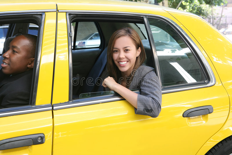 Asunto bonito en taxi fotos de archivo