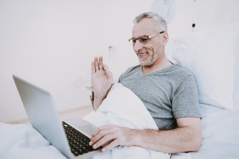 Asunto con la computadora portátil Ordenador portátil en sitio de hospital fotografía de archivo libre de regalías