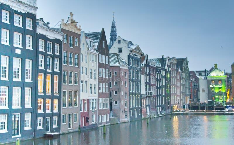 Asymetryczni budynki na kanale zdjęcie royalty free