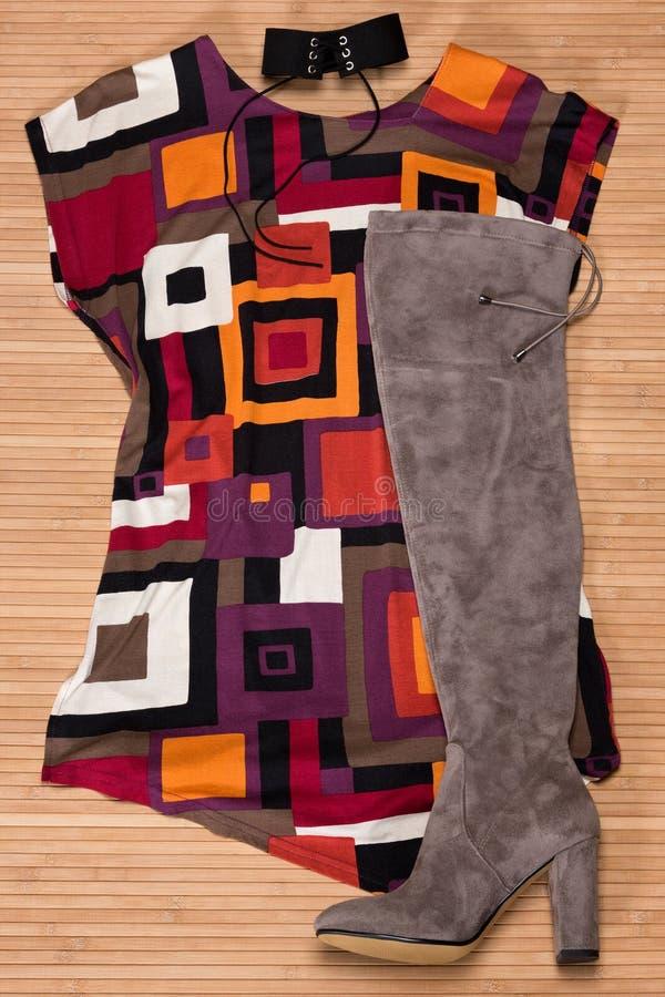 Asymmetrical mini suknia nad z - kolano inicjuje fotografia royalty free