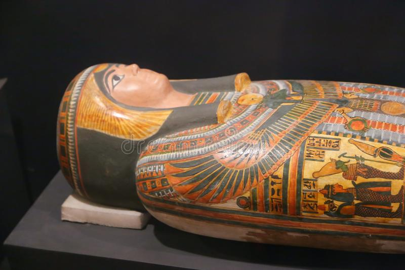 Ataúd antiguo de la reina en el museo de Luxor, Egipto foto de archivo