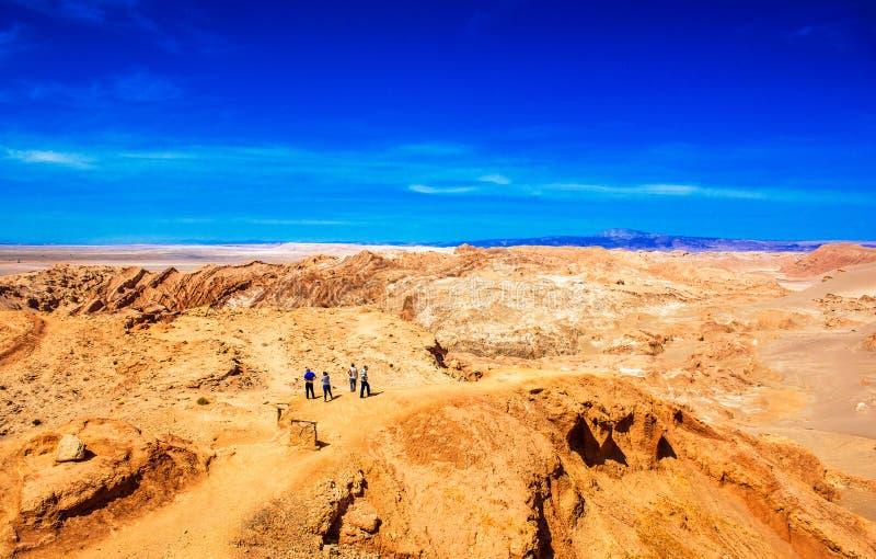 ATACAMA, CHILI - JANUARI 18, 2018: Landschap in Atacama-woestijn Exemplaarruimte voor tekst stock foto