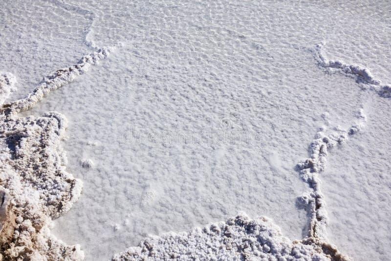 Atacama Salt Lake sänker över huvudet terräng arkivfoton