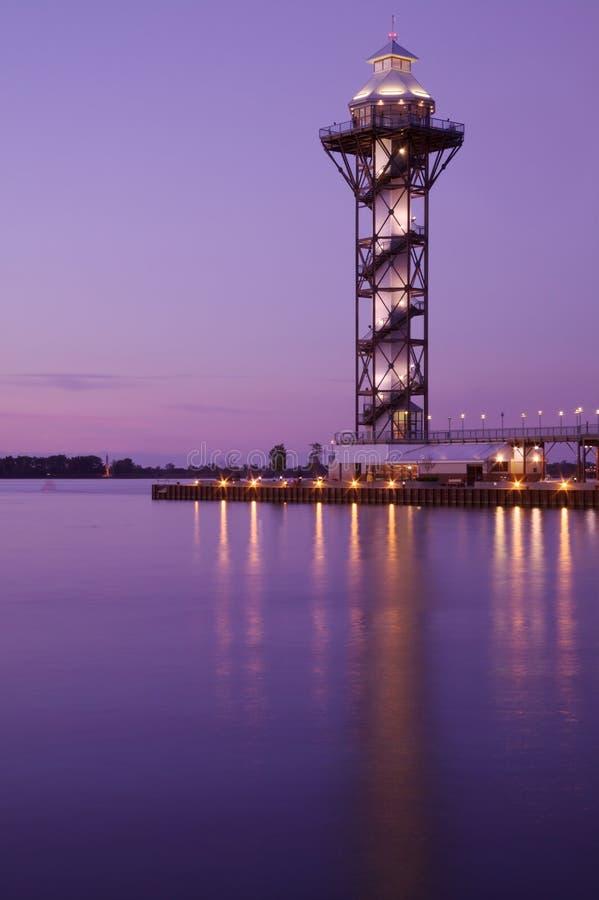 Atalaya en una bahía en la puesta del sol fotos de archivo libres de regalías