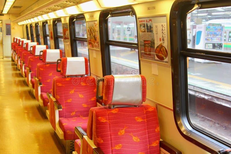 Atamai, Giappone, giugno 2018, prepara i sedili rosa interni viaggia, Iza Peninsula immagine stock