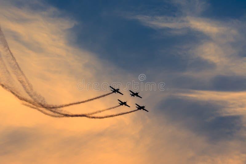 Ataque aéreo - trabalho da equipe imagens de stock royalty free