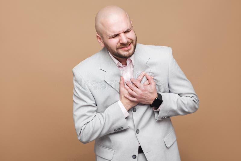 Ataque da dor do coração Perfile o retrato da vista lateral do bal envelhecido meio foto de stock royalty free