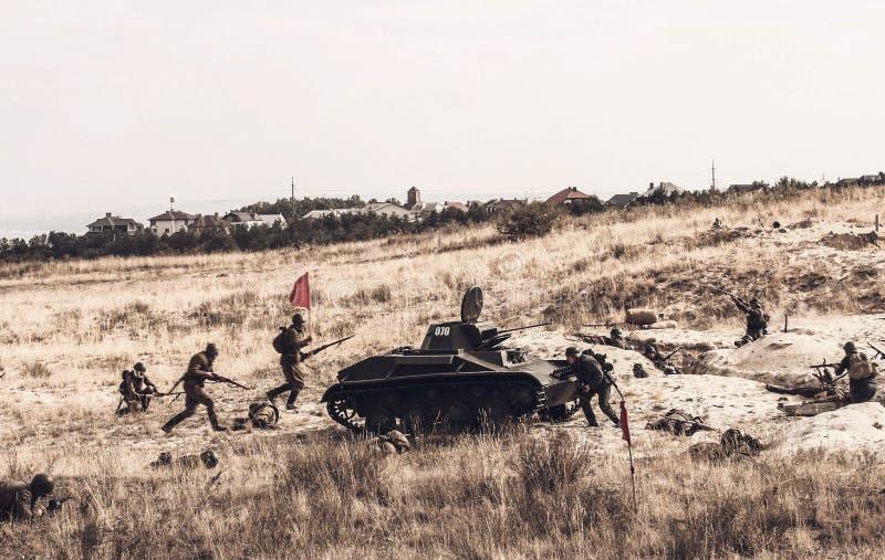 Ataque do exército soviético durante a reconstrução imagem de stock royalty free