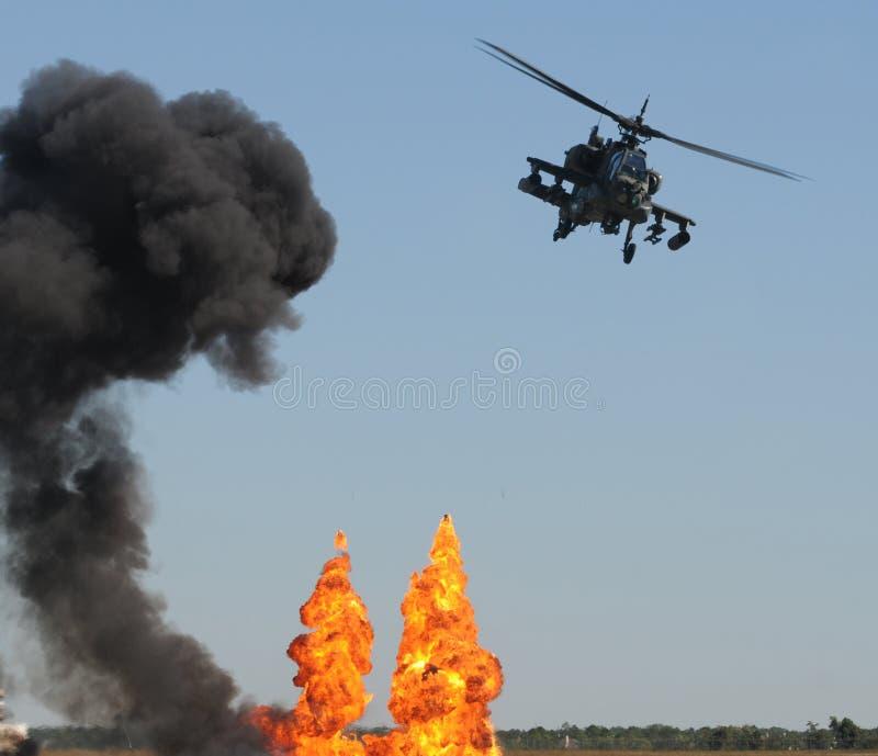 Ataque do helicóptero imagens de stock royalty free