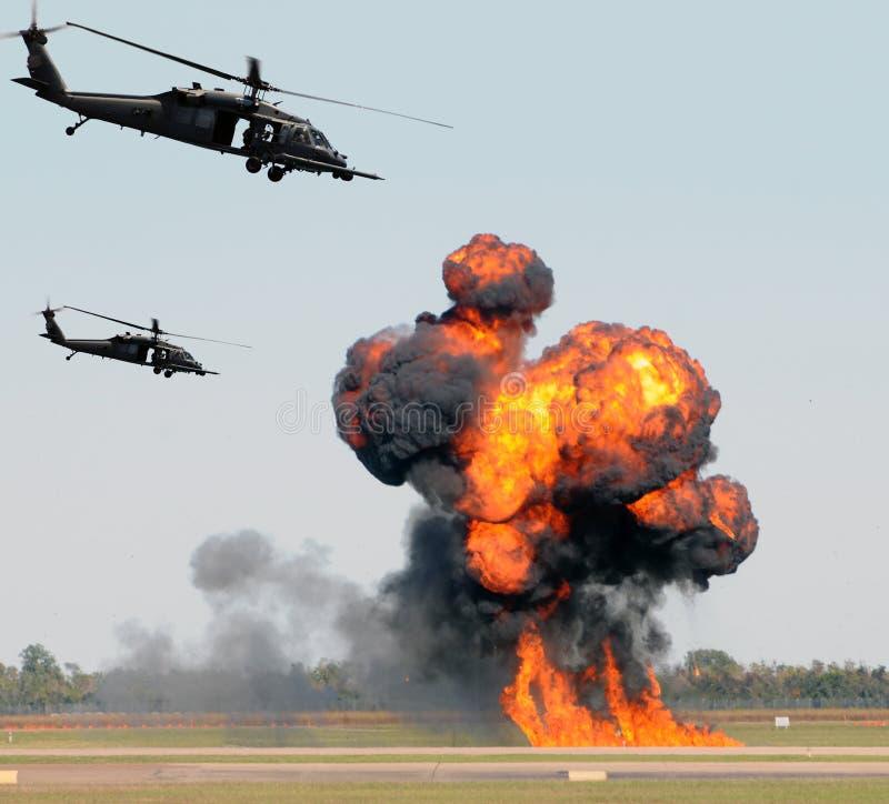 Ataque do helicóptero foto de stock