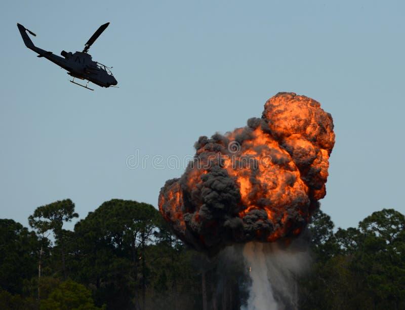 Ataque do helicóptero imagens de stock